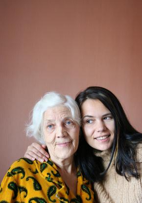 Oma und Enkelin beim derben Freiluft Sex